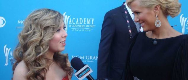 Jennette McCurdy on the red carpet at the 2010 Academy of Country Music Awards.