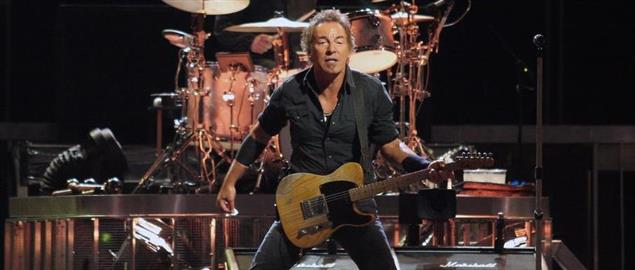 Bruce Springsteen (with Max Weinberg in background on drums) in concert, 8/15/08.