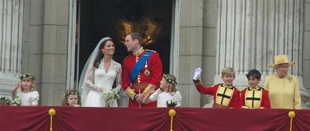 The newly married Prince William of Wales and Kate Middleton on the balcony of Buckingham