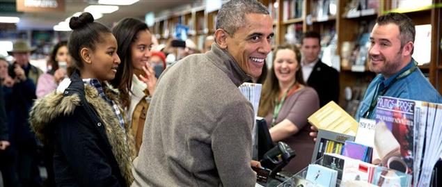 President Barack Obama and daughters shop for books on Small Business Saturday